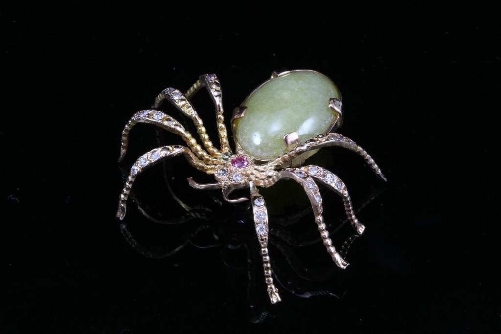 Agate and diamond brooch