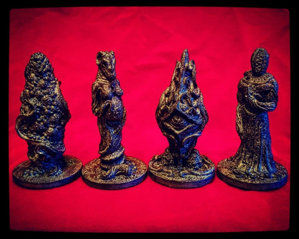 Elder God shrine dolls by Cryptocurium. Via Propnomicon