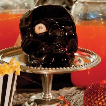 Skull pan makes standing cake. Hat tip Susan.