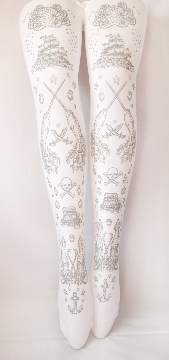 Gorgeous tights (in plus sizes!) from Teja Jamilla. Via Goth Shopaholic